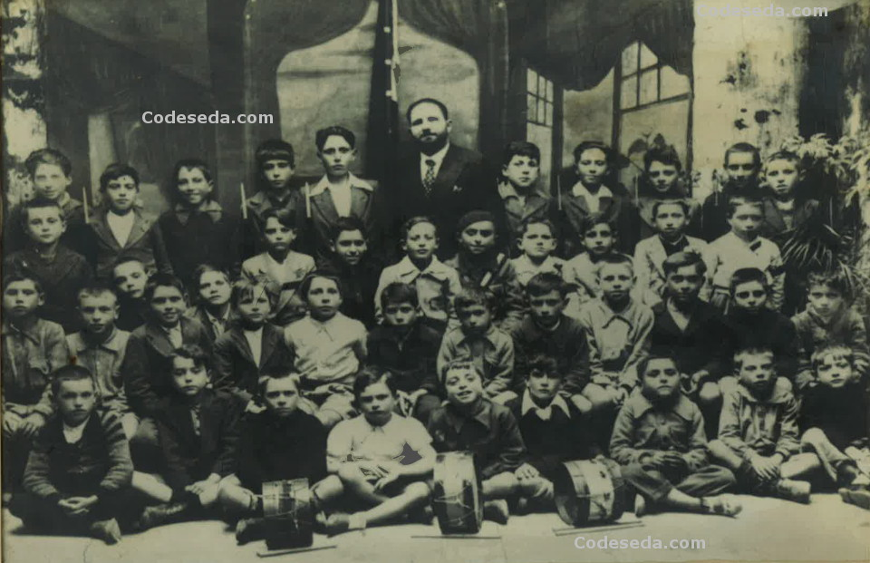 Foto-antigua-escuela-niños-años-1936-1939-profesor