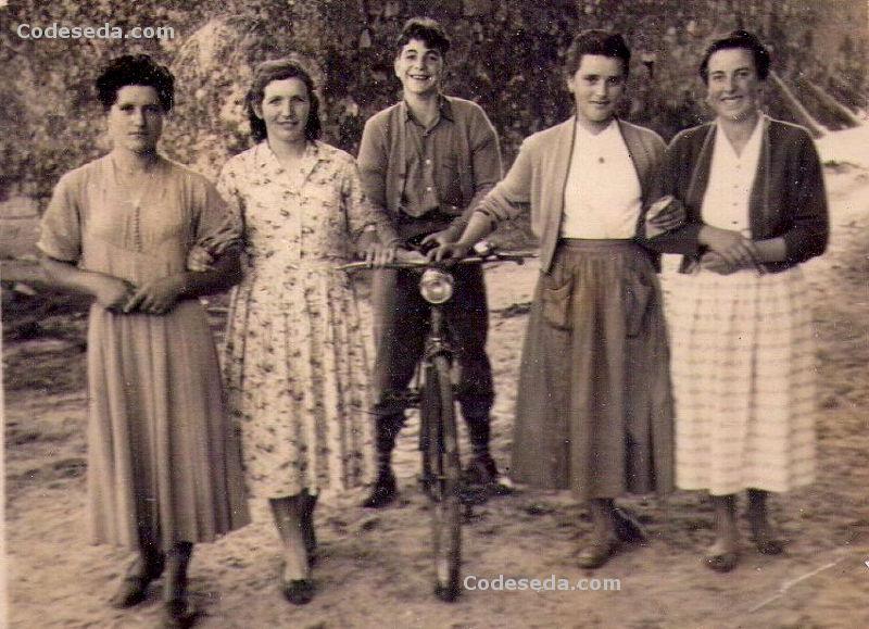 1958-21-jovenes-bicicleta