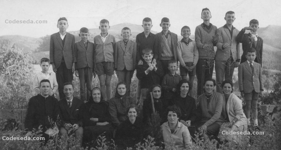 1962-20-fuera-de-iglesia