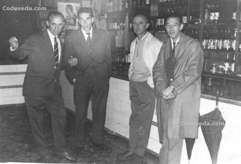 1970-29-en-bar