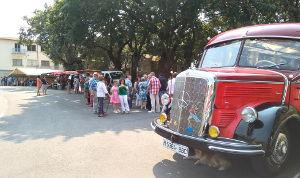 autobus-antiguo-cuina-fiesta-epoca
