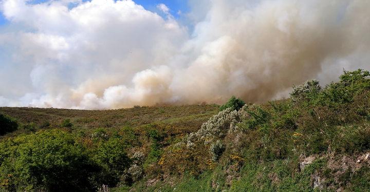 incendio-galicia-sabucedo-a-estrada-forcarei-cabanelas